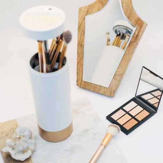 Brushean  UV-C LED智能化妝掃消毒收納器