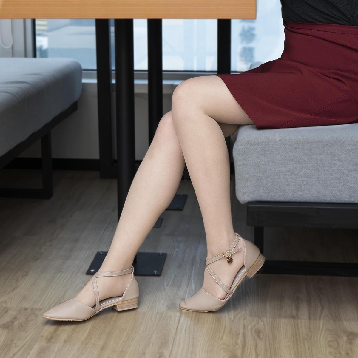 常言道,美麗是靠三分天生、七分後天努力!夏天要著短褲迷你裙show靚腳,何不從最貼身的衣物開始,塑造緊緻雙腿兼預防靜脈曲張?