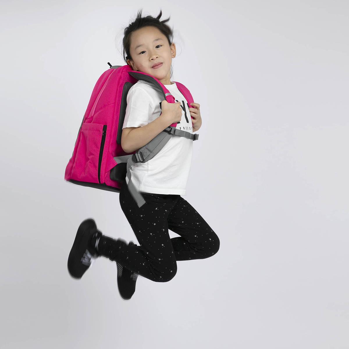 為了細路,數位不同專業範疇的香港家長走在一起,創立書包品牌KAGS。無他,孩子的健康和快樂,永遠是父母心目中的第一位!